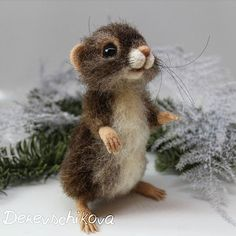 Мышка Юми. Уже отправилась в новый дом, но мы успели немного пофотографироваться  Sold. #мышь #мыши #мышка #maus #felting #валяныеигрушки #валянаяигрушка #валяние #сувенир #сухоеваляние