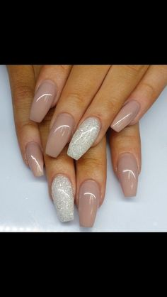 Hochzeitsnägel Nageldesign – Ideen für die modebewusste Braut – beauty, You can collect images you discovered organize them, add your own ideas to your collections and share with other people. Nude Nails, Matte Nails, Neutral Acrylic Nails, Silver Acrylic Nails, Matte Gold, Acrylic Nails Coffin Classy, Coffin Nails Glitter, Gold Nail, Prom Nails