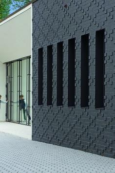 Röben Klinker, Bricks   Brick-Design® Schulmensa Louise-von-Rothschild-Schule, Frankfurt   Klinker: FARO schwarz-nuanciert