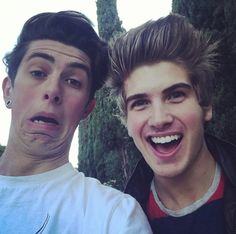 joey graceffa and Sam Pepper <3 this was my backround pic for like 6 weeks.