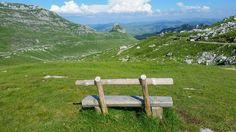 Национальный #парк #Дурмитор. Фото с этой лавочкой, наверное, есть у каждого, кто побывал в Черногории. #биеласица. #черногория #колашин #жабляк #природа #лето #интересное Nature, Travel, Naturaleza, Viajes, Destinations, Traveling, Trips, Nature Illustration, Off Grid