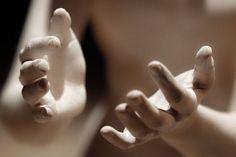Camille Claudel : à l'ombre des génies - Manifesto XXI Auguste Rodin, Camille Claudel, French Sculptor, Hand Art, Art And Architecture, Installation Art, Sculpture Art, Stone Sculpture, Art History