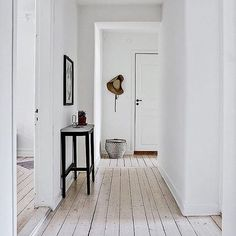 I so got a thing for #whiteinterior 👌🏽 by @svenskfaststorgoteborg 👏🏽 #hallway #inspo #inspopic #inspohome #instahome #inspiration #interior #interiör #interiør #interiors #interior123 #interiordecor #interiordesign #sweden #swedishhome #swedishinterior #inredning #inredningsdesign #nordichome #scandinavia #scandinavian #scandinavianhome #scandinaviandesign #scandinavianinterior