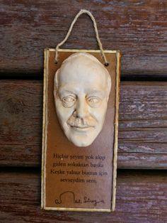 MiniBüst Edebiyatçılar Serisi  Mini tablo ve magnet olarak tasarlanmıştır  Cemal Süreya  Sipariş için 05072527536 veya 05057792027 arayabilirsiniz  İnternet satış adresi  https://www.zet.com/tasarimci/yuttsanat  #minibüst #art #heykel #yuttsanatatölyesi #yuttsanat #edebiyat #hediyelik #hediye #heykel #yaseminyılmazbezci #sanat #sculpture #thesculpture #yuttsanattasarım #tasarım #büst #sculptor #heykeltraş #franzkafka #kalemlik #organveli #nazımhikmetran #nazım #şiir #poem #tomrisuyar…