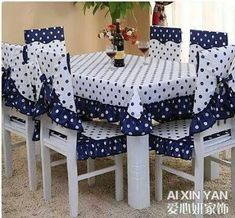 Resultado de imagem para cubre sillas y mantel a juego Kitchen Chair Covers, Seat Covers For Chairs, Sofa Covers, Dining Table Cloth, Purple Bedroom Decor, Sewing Table, Sewing Rooms, Furniture Covers, Home And Deco