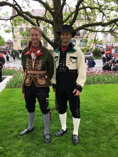 Sons Of Norway, Norwegian People, Folk Clothing, Going Out Of Business, Folk Costume, Traditional Outfits, Fashion Dolls, Folk Art