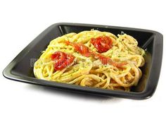 Espaguetis con salsa de setas y pimientos del piquillo
