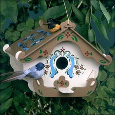 Cute paint job idea for my in-the-making bird house, chirp chirp