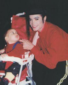 "MJ early 90s The baby's face he's like ""Omg it's MJ"""