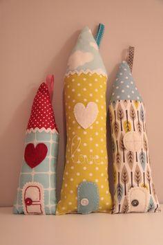 http://galerie.alittlemarket.com/galerie/sell/84155/deco-enfant-maisons-en-tissus-love-872356-blue-houses-3-0-002-fc027_big.jpg