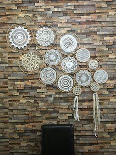 Kasnaklarla dantel tablo gerçekten güzel bir çalışma oldu Knitting For BeginnersKnitting FashionCrochet PatronesCrochet Stitches Doilies Crafts, Lace Doilies, Crochet Doilies, Crochet Flowers, Crochet Decoration, Crochet Home Decor, Diy Home Decor, Crochet Wall Art, Crochet Wall Hangings