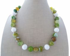 Collana e orecchini con agata verde e bianca, girocollo pietre dure, gioielli…