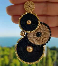 34 models of earrings - Trend 2019 Jewelery Soutache Earrings, Beaded Earrings, Beaded Jewelry, Handmade Jewelry, Silver Jewelry, Dangle Earrings, Thread Jewellery, Textile Jewelry, Fabric Jewelry