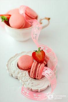 Клубничные макаронс на итальянской меренге (Macarons a la fraise)