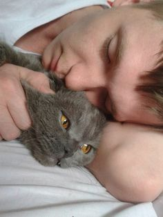 Мужчины не спят, а дремлют! )))