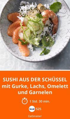 Sushi aus der Schüssel - mit Gurke, Lachs, Omelett und Garnelen | Eine andere Form, aber mindestens genauso lecker! Nur 525 Kalorien