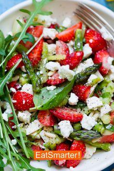 Green asparagus salad with strawberries EAT SMARTER - Paleo Recipes Paleo Recipes Easy, Vegetarian Recipes, Clean Eating, Healthy Eating, Healthy Lunches, Asparagus Salad, How To Eat Paleo, Mojito, Eat Smarter