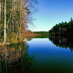 Finnish nature during spring time. #finland #nature  #spring #beautiful #suomenkevät #luonto #luontokuva #kaunista #päivä #peilityyni #winled #winledlighting #landofthousandlakes #lake #järvi #woodland #metsä #suomi #suomenluonto #kevät