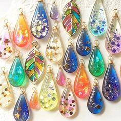 Resin Jewlery, Resin Jewelry Making, Glass Jewelry, Diy Resin Art, Diy Resin Crafts, Jewelry Crafts, Uv Resin, Beaded Beads, Beaded Jewelry