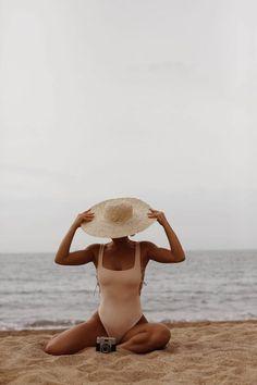 Beach Photography Poses, Summer Photography, Portrait Photography, Travel Photography, Photography Shop, Photography Editing, Digital Photography, Fashion Photography, Beach Shoot