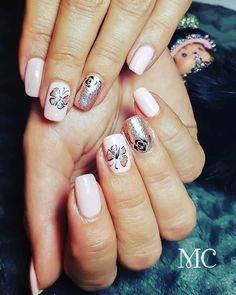 #gellack #nudenails #butterflynails #glitternails