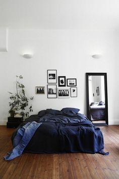 Schlafzimmer Source Home Decor Budget, Home Decor on a budget, Home Deco Bedroom Apartment, Home Bedroom, Cozy Apartment, Apartment Therapy, Master Bedroom, Studio Apartment, Teen Bedroom, Modern Bedroom, Bedroom Black