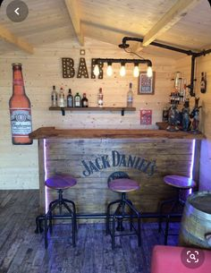 Bar Try the newest of our Buyer Evaluations to learn how to transform your Log Cabin into a complete Home Bar Rooms, Diy Home Bar, Home Pub, Bars For Home, Garden Bar Shed, Summer House Garden, Terasse Bar, Man Cave Home Bar, Man Cave Room