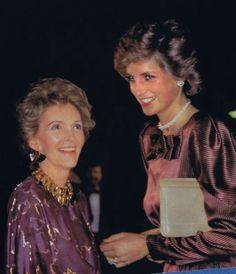 Diana and Nancy Reagan at the Egyptian Landscapes Exhibition, Barbican, London Nancy Reagan, Ronald Reagan, Lady Diana Spencer, Princesa Diana, Royal Princess, Princess Of Wales, British Nobility, Diana Fashion, Diane