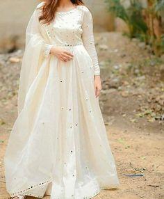 Pakistani Fancy Dresses, Beautiful Pakistani Dresses, Pakistani Fashion Party Wear, Indian Fashion Dresses, Dress Indian Style, Pakistani Dress Design, Indian Designer Outfits, Pakistani Frocks, Pakistani Clothing