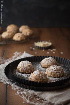 Italienisches Kaffeegebäck der Oberklasse - diese Mandorlini sind der pure Mandelgenuss und stecken voll Marzipan. Ein Muss für die Keksdose