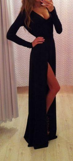 Adorable long maxi dress fashion | Fashion World so perfect! I need this dress. And I good push-up bra.