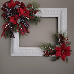 Picture Frame Wreath, Christmas Picture Frames, Christmas Tree Pictures, Picture Frame Crafts, Jewelry Christmas Tree, Christmas Wood, Christmas Projects, Holiday Crafts, Christmas Wreaths