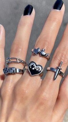 Hand Jewelry, Cute Jewelry, Jewelry Rings, Jewelery, Black Jewelry, Jewelry Accessories, Mode Emo, Aesthetic Rings, Grunge Jewelry