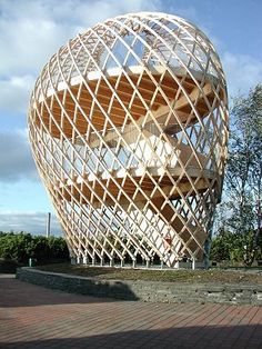 The wooden observation tower at Helsinki Zoo in Finland was the winning design in a competition held for architectural students of Helsinki University of Technology. Situated on a small island just outside the city, and built on one of its highest hills, Timber Architecture, Parametric Architecture, Architecture Design, Helsinki, Shell Structure, Bamboo Structure, Geodesic Dome, Sustainable Design, Holland