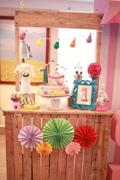 Sophie's Pretty in Pink Carnival Themed Party: Cake Stand