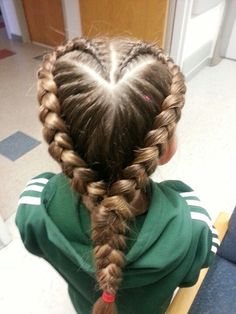 Making hearts in her Valentine hairstyles (for children) - Mom Love - Making hearts braid; Valentine hairstyles (for children) – Mom love The Effective Pictures We Off - Baby Girl Hairstyles, Kids Braided Hairstyles, Princess Hairstyles, Pretty Hairstyles, Children Hairstyles, Teenage Hairstyles, Heart Braid, Girl Hair Dos, Braids For Kids