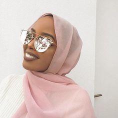 7 tips to improve your hijab style - SoSab - Modest Fashion - Wearing glasses enhances the hijab style. Modest Fashion Hijab, Modern Hijab Fashion, Street Hijab Fashion, Hijab Fashion Inspiration, Islamic Fashion, Muslim Fashion, Mode Inspiration, Turban Hijab, Mode Turban