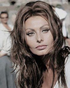 Sophia Loren 1967 [x-post /r/sexyhair] http://ift.tt/2ojrIx9