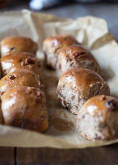 Il Cavoletto di Bruxelles | Panini di farro con datteri e noci pecan | http://www.cavolettodibruxelles.it/  Pecan Date Spelt Breakfast Rolls, EN version here:  http://www.cavoletto.com/blog/2015/1/21/pecan-date-spelt-breakfast-rolls