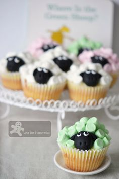 Green sheep cupcakes for birthday party Sheep Cupcakes, Sheep Cake, Mini Cupcakes, Baby Boy Cakes, Cakes For Boys, No Cook Meals, Kids Meals, Birthday Cupcakes, 2nd Birthday