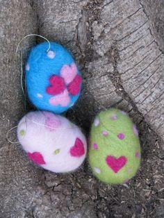 felted easter eggs.