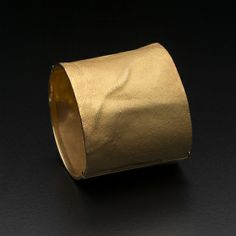 GERD ROTHMANN-DE From him to her, for Mo Stahr, bangle, 1990, Gold, Collection National Gallery of Victoria -International Decorative Arts