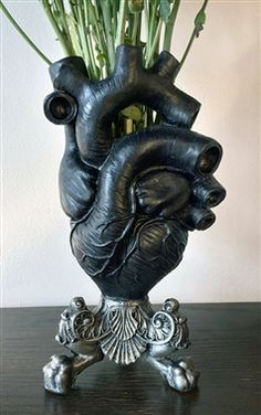 Morte Gothic Black Anatomical Heart Vase