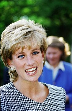 Diana, Princess of Wales visits a porcelain figures workshop in. News Photo - Getty Images Princess Diana Hair, Princess Diana Fashion, Princess Diana Family, Princess Diana Pictures, Princess Of Wales, Real Princess, Lady Diana Spencer, Queen Of Hearts, Queen Elizabeth Ii