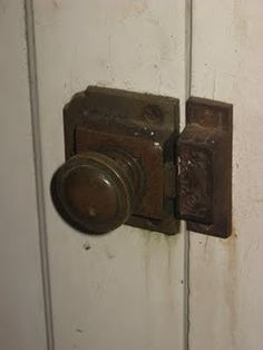 These door knobs were in a farmhouse my grandparents lived in. I was fascinated with them. Knobs And Knockers, Knobs And Handles, Door Handles, Exterior Windows, Windows And Doors, Exterior Design, Interior And Exterior, Old Door Knobs, Front Door Locks
