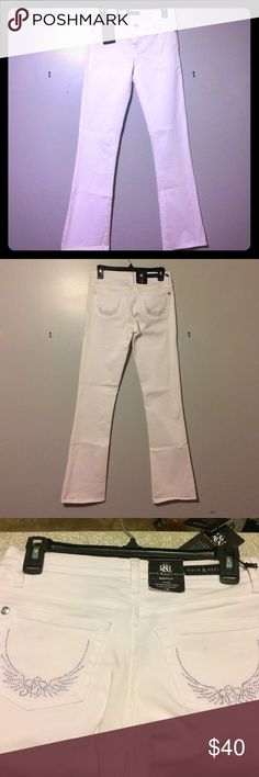 NWT Rock & Republic White Jeans Size 4 Boot Cut. Slim through the hip & thigh. Minor spots on both back pocket,note 3rd photo, will most likely come out after laundering. Waist laying flat 14 inches across. 8 inch rise and 32 inch inseam. Rock & Republic Jeans Boot Cut