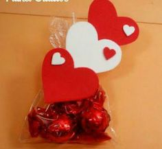 Valentines Day Cards Diy, All Holidays, Diy Cards, Chocolates, Ideas, Paper Bags, Jelly Beans, Recycling, Homemade Cards