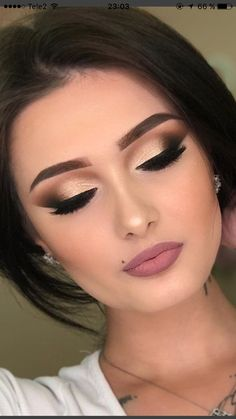 Stunning 37 beautiful, neutral make-up ideas for the pro .- Atemberaubende 37 schöne, neutrale Make-up-Ideen für die Prom-Party klambeni.c Stunning 37 beautiful, neutral make-up ideas for the prom party klambeni. Best Eyeshadow, Eyeshadow Makeup, Hair Makeup, Makeup Brushes, Makeup Remover, Eyeshadow Ideas, Party Eye Makeup, Makeup Ideas Party, Party Ideas