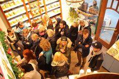 Zahlreiche Besucher waren zu Gast in unseren #Shop in #Hamburg, um Cynthia Barcomi's #Live #Back #Show zu sehen :)