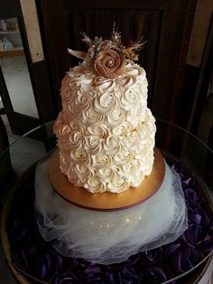 Beautiful rosettes for a classy and rustic wedding. www.facebook.com/simplycakes.brittneyshiley www.simply-cakes.com